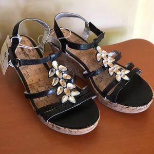 NWT~ Cherokee Girl's Sandal